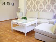 Apartament nr 1 - Pokój gościnny, salon, sofa, stolik