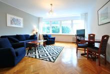 Apartament nr 2 - Pokój gościnny, salon, sofa, stolik, telewizor
